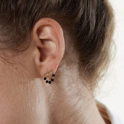 oya mini oorbellen, zwart