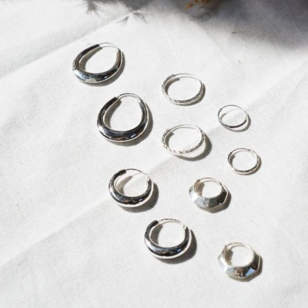 Flawed diamond cut hoop medium zilver