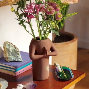 Doiy Namaste Vase bruin